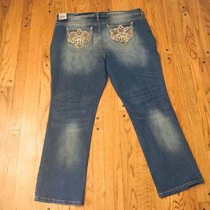 Hydraulic Jeans - NWT HYDRAULIC NOLITA CURVY MICRO BOOT JEANS